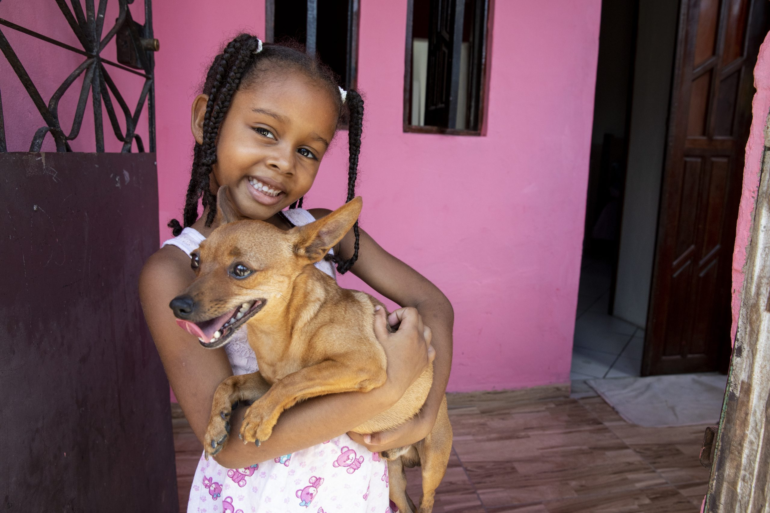 VILA ESPERANCA, CANDEIAS, BAHAI, BRAZIL (01/31/19)- Alice, 5, stands on the front porch of the house she shares with her family. Her parents, Danielo and Adriana da Silvia, partnered with Habitat for Humanity Brazil to renovate their home.  © Habitat for Humanity International/Jason Asteros